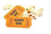Popcorn a dva lístky — Stock fotografie