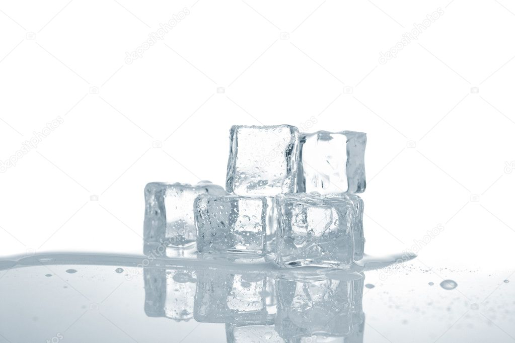 Melting ice cubes in water reflected on white background. Shallow depth of field — Stock Photo #6344510