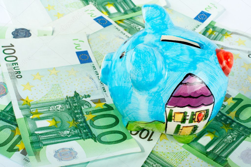 Piggy bank on euro money background — Stock Photo #6347776