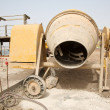 gele cement mixer — Stockfoto
