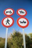 Čtyři dopravní značení — Stock fotografie