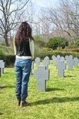 Woman stand at a cemetery — ストック写真