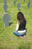 Woman at a headstone — Stock Photo