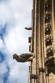 2 つの古代のガーゴイル — ストック写真
