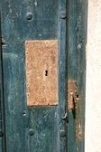 Oxide lock on green wood door — Stock Photo