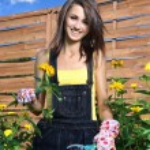 Beautiful woman gardener — Stock Photo #5821289