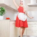 sexy gospodyni czyszczenia kuchni — Zdjęcie stockowe