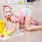 Сексуальная домохозяйка, работа по дому — Стоковое фото