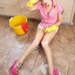Sexy housewife doing housework — 图库照片
