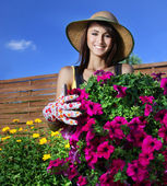 Beautiful woman gardener — Stok fotoğraf