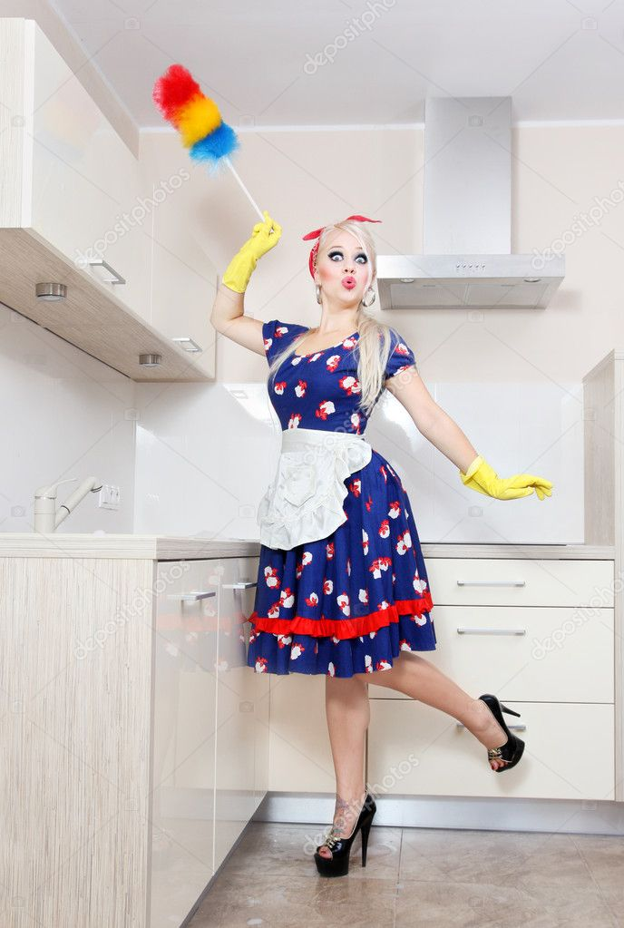 Sexy housewife cleaning the kitchen — Stock Photo #5821336