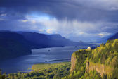 Rainfall & changing weather in the Columbia Gorge OR. — Stock Photo