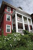 Older residential apartment building, Portland Oregon. — Stock Photo