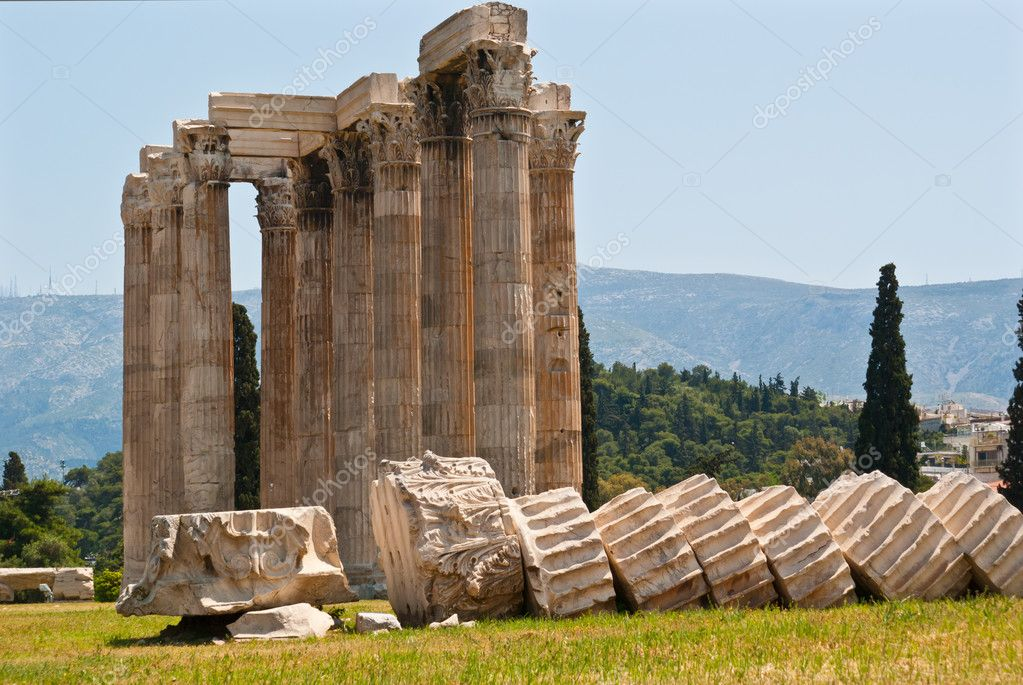 The famous Olympieion (the Temple of Olympian Zeus ) in the greek capital Athens — Stock Photo #5793206