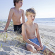 Two young brothers at the beach — Stock Photo