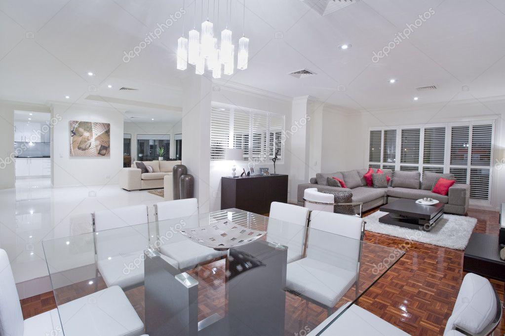 Luxus Esszimmer mit Wohnzimmer und Küche in der backg — Stockfoto ...