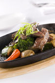 Honey & Pepper Sizzling Beef and vegetables — Stock Photo