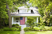American Home with flag — Stockfoto