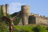 Angel sin cabeza delante del castillo de Ponferrada — Stock Photo