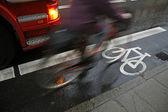 Cyclist in rain — Стоковое фото