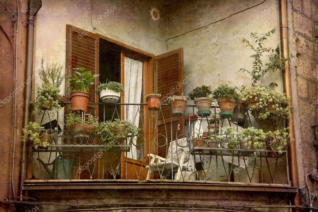 Хороший итальянский балкон - стоковое фото abcdk #5902798.