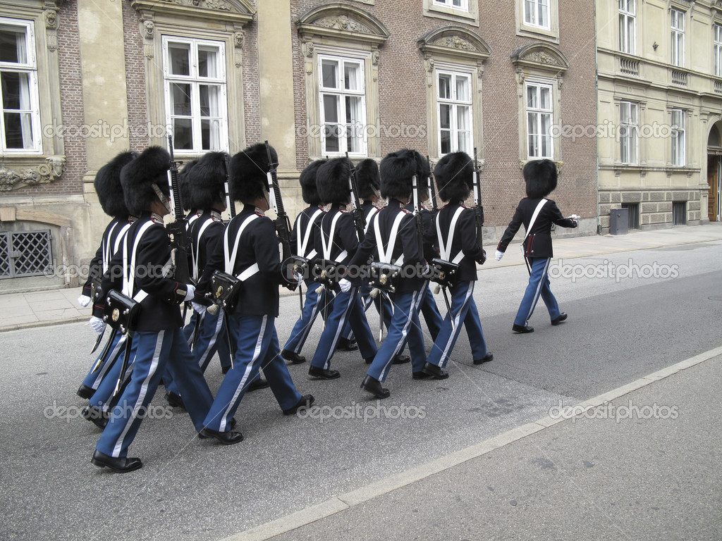 Soldiers from The Royal Life Guard marching through Copenhagen just before change of guard at Amalienborg. — Stock Photo #6573855
