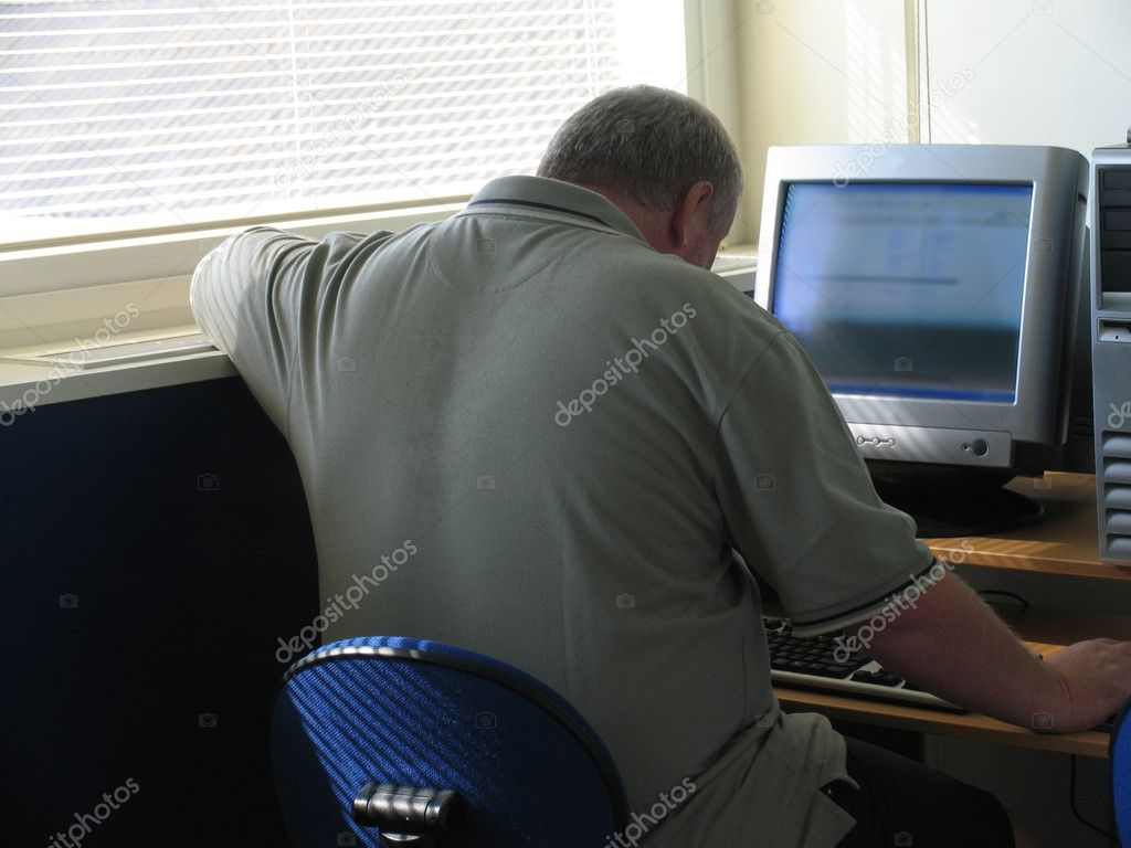 Mature man fighting his PC. — Stock Photo #6573867