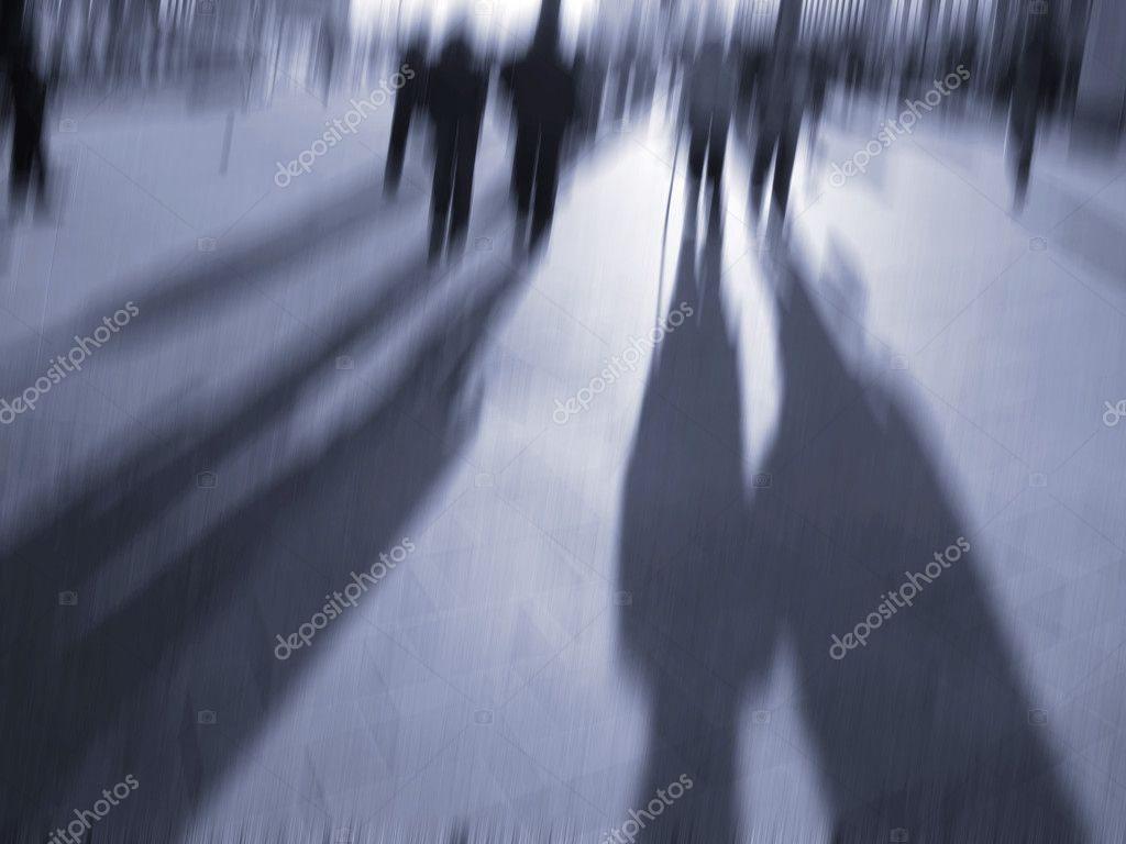 Commuters rushing home from work in the low afternoon light in front of Hamburg Central Station. — Stock Photo #6573871