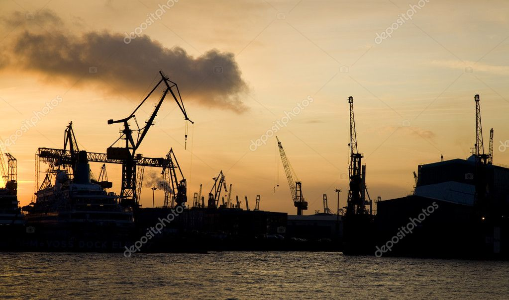 Sunset in the harbor of Hamburg - Germany. — Stock Photo #6574295