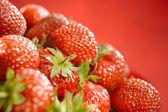 Warm strawberries background horizontal — Stock Photo