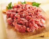 Raw beef stew. Arrangement on a cutting board. — Stock Photo