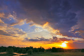 Beautiful sunrise and dramatic clouds on the sky. Flood waters o — Stock Photo