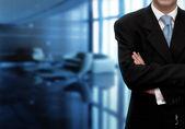 Biznesmen w nowoczesnym biurze — Zdjęcie stockowe