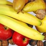 säsongens frukter med nötter — Stockfoto