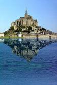 Reflejo del mont saint michel — Foto de Stock