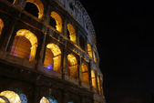 The arches of the Colosseum at night — Stock Photo