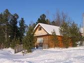 Winter house in Siberia /Домик зимой на турбазе в Нижневартовске — Stock Photo