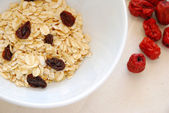 Small serving of healthy oatmeal with raisins — Stock Photo