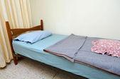 Single bed in motel room — Foto Stock