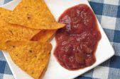 Nachos med kryddig sås — Stockfoto