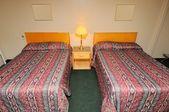 Tipik otel yatak odası — Stok fotoğraf