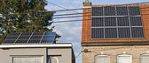 Los paneles solares son uno de los desvíos para el suministro de electricidad gratis — Foto de Stock