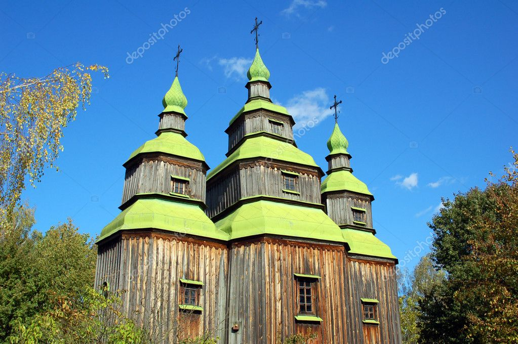 Antique wooden church at ethnographic museum Pirogovo,  Kiev, Ukraine — Stock Photo #5816581