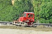 道路工事現場でトラクター — ストック写真