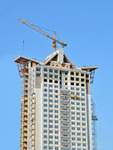 Crane and highrise construction site — Photo