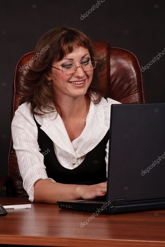Business woman works in laptop — Stock Photo #6188167