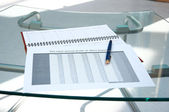 Tables, calendar, pen at office — Stock Photo