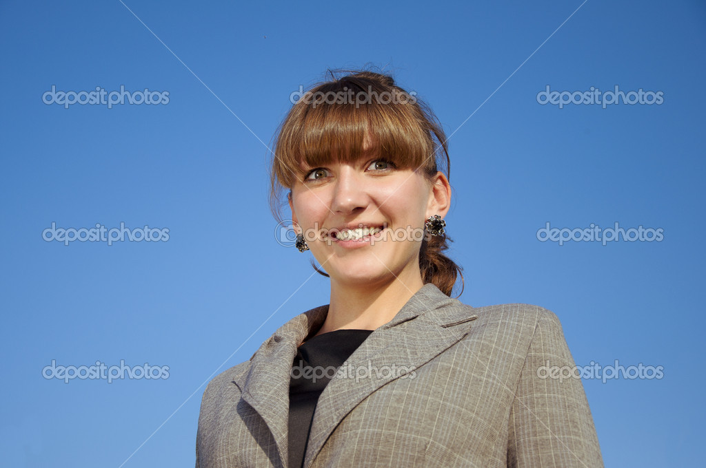 Portrait businesswoman, blue sky background — Photo #6037291