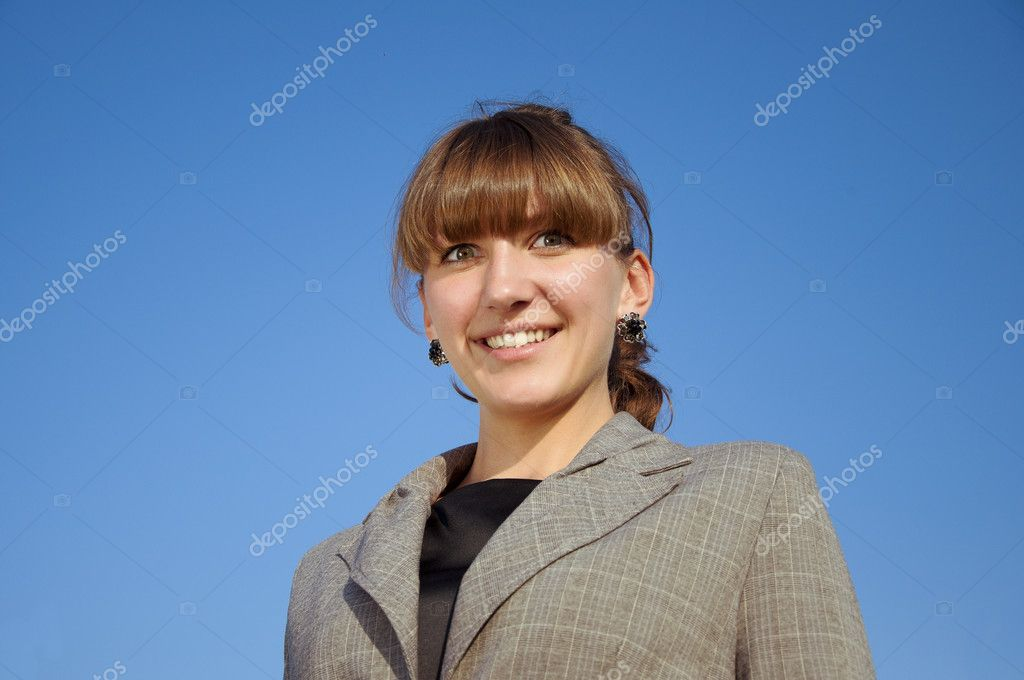 Portrait businesswoman, blue sky background — Stock fotografie #6037291