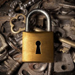 Padlock over keys - Foto Stock